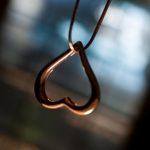 Colgante de oro en forma de corazón