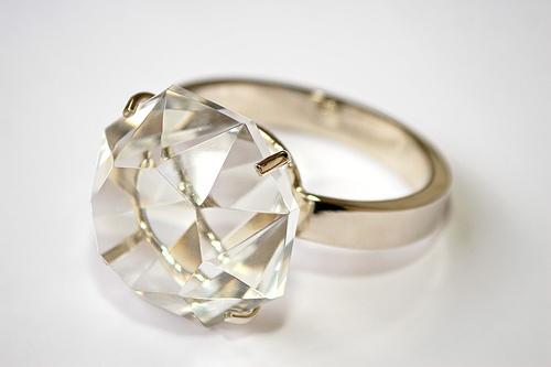 Cómo evitar que lo estafen al comprar un diamante