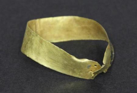 Hallan brazalete de oro de la edad de bronce en Alicante