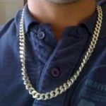 El riesgo de usar joyería metálica