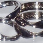 El simbolismo de que las alianzas de casamiento combinen